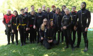 Kursteilnehmer und Ausbilder am See in Untergrombach